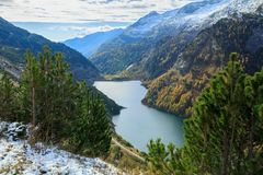 Запруда и резервуар Galgenbichl в Hohe Tauern выстраивают в ряд внутри Carinthia, Австрия Стоковое фото RF