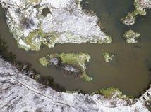 Запруда на ландшафте Klyazma реки первый снежок вид с воздуха Стоковая Фотография