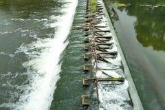 запруда Подачи воды от одного уровня к другим стоковое изображение rf