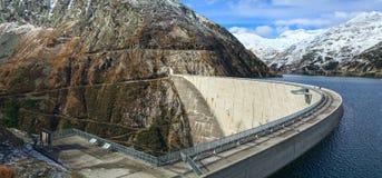 Запруда Koelnbrein и резервуар запруды в Hohe Tauern выстраивают в ряд Австралии Стоковые Изображения
