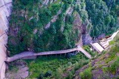 Запруда Vidraru в горах Румынии Fagaras стоковое изображение rf