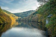 Запруженное река - в Центральной Европе в падении Стоковое Изображение