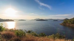 Запруда и озеро на времени захода солнца, в Таиланде видеоматериал