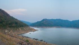 Запруда на реке в горах Стоковые Изображения