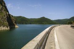 Запруда Vidraru на реке Arges Arges, Румыния Гидро электричество Стоковое Фото