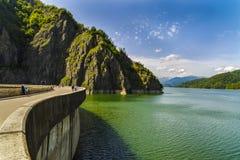 Запруда Vidraru на реке Arges Arges, Румыния Гидро электричество Стоковые Фотографии RF