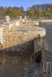 Запрудите пруд ` Verhnetsaritsynsky ` в южном районе города Москвы Стоковые Изображения