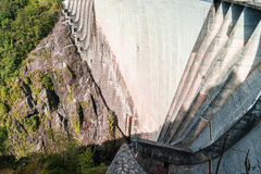 запрудите verzasca tessin Швейцарии val Стоковая Фотография RF