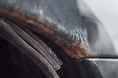 Запухание краски должное к входу влаги для того чтобы проутюжить ржав стоковое фото