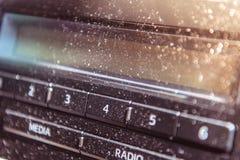 Запылитесь в автомобиле около зоны панели радио стоковая фотография
