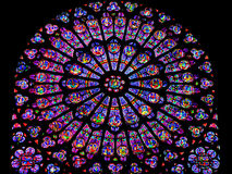 Запятнанное подняло - розовое окно Нотр-Дам - Париж, Франция Стоковые Изображения