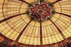 запятнанное стекло потолка стоковая фотография rf