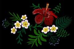 Заплата расположения вышивки цветка Гаваи Листья ладони гибискуса plumeria украшения печати моды Тропическое экзотическое зацвета Стоковая Фотография