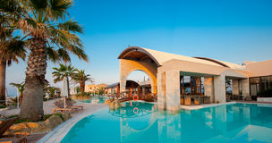 заплывание бассеина гостиницы роскошное Стоковое фото RF