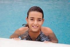заплывание бассеина девушки ребенка Стоковые Изображения RF