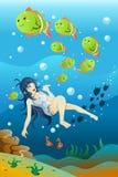 Заплывание девушки в океане Стоковая Фотография RF