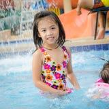 Заплывание маленькой девочки Стоковое Фото