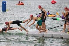 Заплывание триатлона спорта стоковое фото