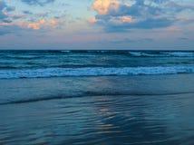 Зарево вечера на атлантическом пляже, Северной Каролине стоковое фото
