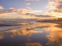 Зарево вечера на атлантическом пляже, Северной Каролине стоковое изображение