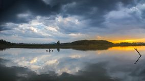 Зарево захода солнца лета в сельской местности Китая стоковое изображение