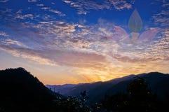 Зарево захода солнца и цветок лотоса Стоковые Изображения
