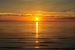 Зарево захода солнца над морем и небом стоковое фото rf