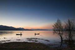 Зарево утра, озеро Erhai тиши спокойное Стоковая Фотография