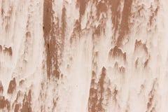 Заржаветая покрашенная белизной стена металла, стоковое фото rf
