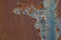 Заржаветая покрашенная синью стена металла Ржавая предпосылка металла с stre Стоковая Фотография