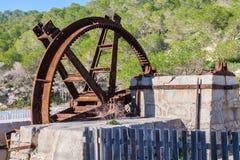Заржаветое и вытравленное колесо watermill Стоковое фото RF