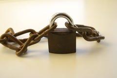 Заржаветые padlock и цепь Стоковые Изображения
