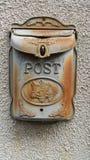 Заржаветый голубой металлический почтовый ящик Стоковое Фото