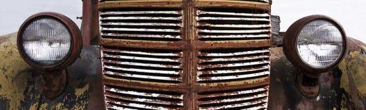Заржаветый гриль винтажного автомобиля Стоковое фото RF