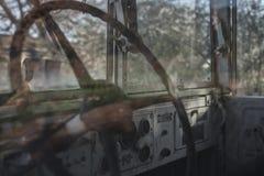 Заржаветый интерьер старого грузового пикапа Стоковые Фото