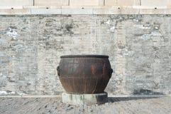 Заржаветый vat внутри запретного города, Пекин воды Стоковое Фото