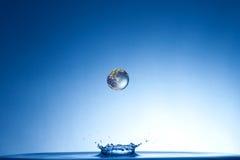 заройте падая воду Стоковая Фотография RF