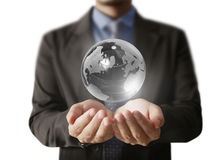 заройте руки глобуса накаляя его удерживание Обеспеченное изображение земли Стоковая Фотография RF