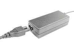 Заряжатель компьютера для компьтер-книжки на белой предпосылке Стоковые Изображения RF