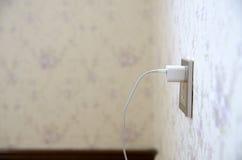 Заряжатель мобильного телефона с гнездом Стоковые Фото