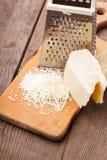 Заскрежетанный сыр пармесан стоковые фото