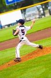 Молодой питчер бейсбола Стоковые Изображения