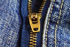 застежка -молния макроса джинсовой ткани Стоковые Изображения