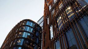 Застекленный фасад обозревая бизнес-центр, концепцию успеха Стоковая Фотография