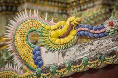 Застекленная плитка украшенная как дракон, Wat Pho, Бангкок Стоковые Изображения RF