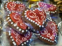 Застекленные печенья в форме сердец Стоковые Изображения