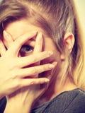 Застенчивая девушка пряча ее сторону Стоковая Фотография RF