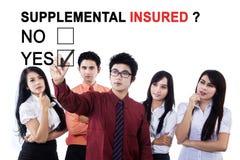 Застрахованный команды дела одобрительно дополнительный стоковое изображение