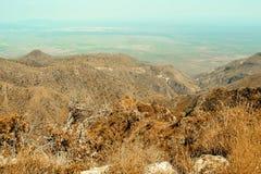 Засушливые ландшафты горной цепи Oloroka, Восточно-африканской зоны разломов стоковое фото