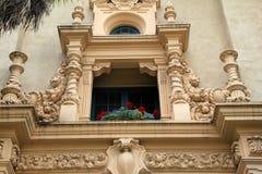 Затейливая деталь в исторический высекать зданий повсеместно в парк бальбоа, Сан-Диего, Калифорния, 2016 Стоковая Фотография